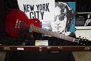 180px-Gibson_Les_Paul_John_Lennon_Jr