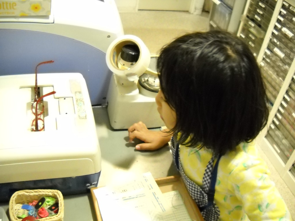 江戸川区 メガネ 子ども 女の子 キッザニア 職場体験 2
