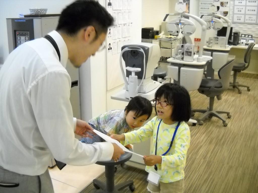 5江戸川区 メガネ 子ども 女の子 キッザニア 職場体験