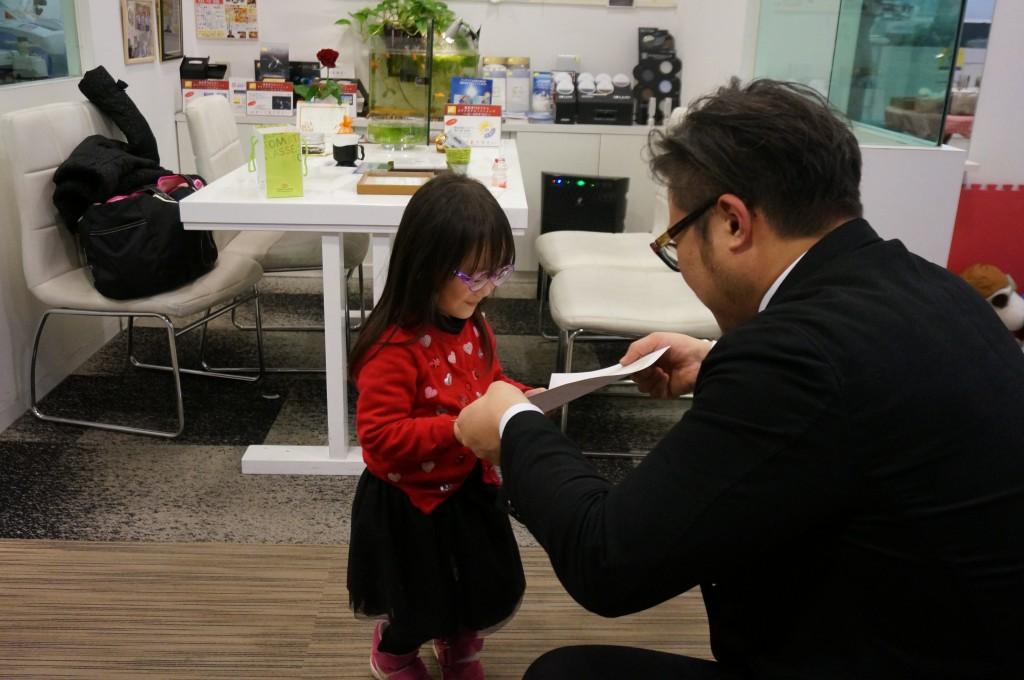 東京都 都内 こどもメガネ メガネ作り体験 トマトグラッシーズ 両眼視検査 予約