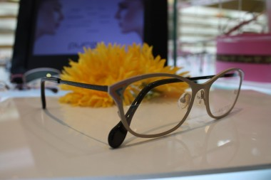 綺麗なメガネ 大人の女性メガネ
