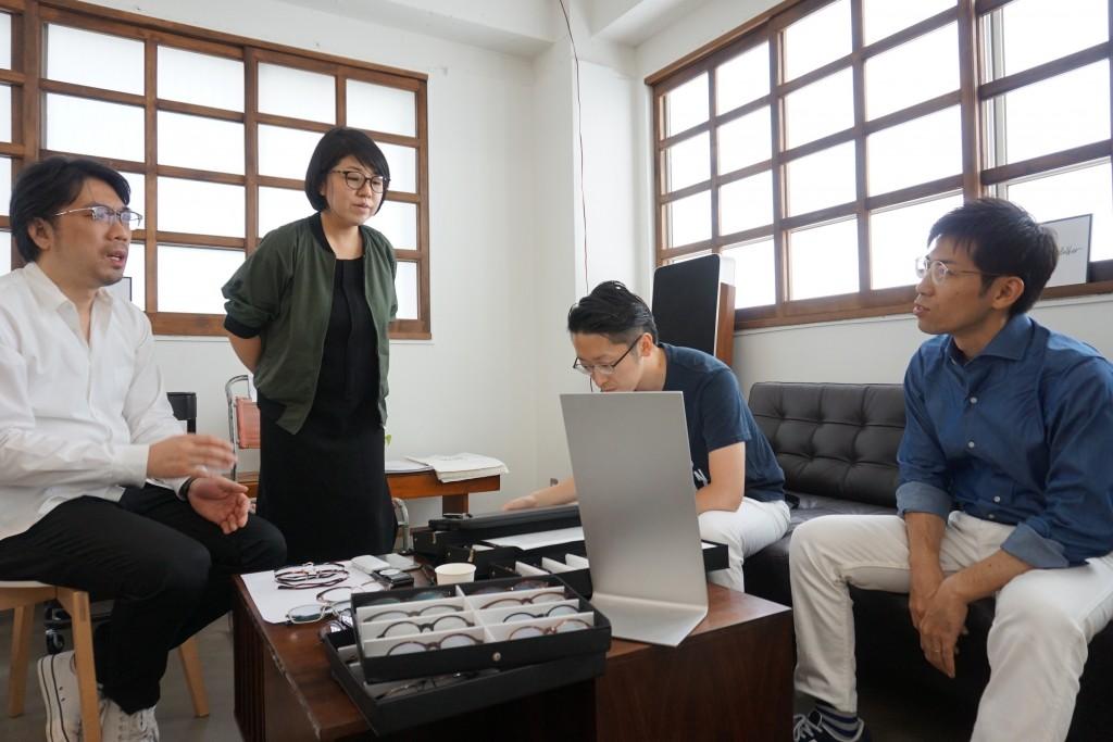 DJUAL デュアル 2016年 新作 東京都内 江戸川区 物が二つに見える 両眼視機能 プリズム検査 予約