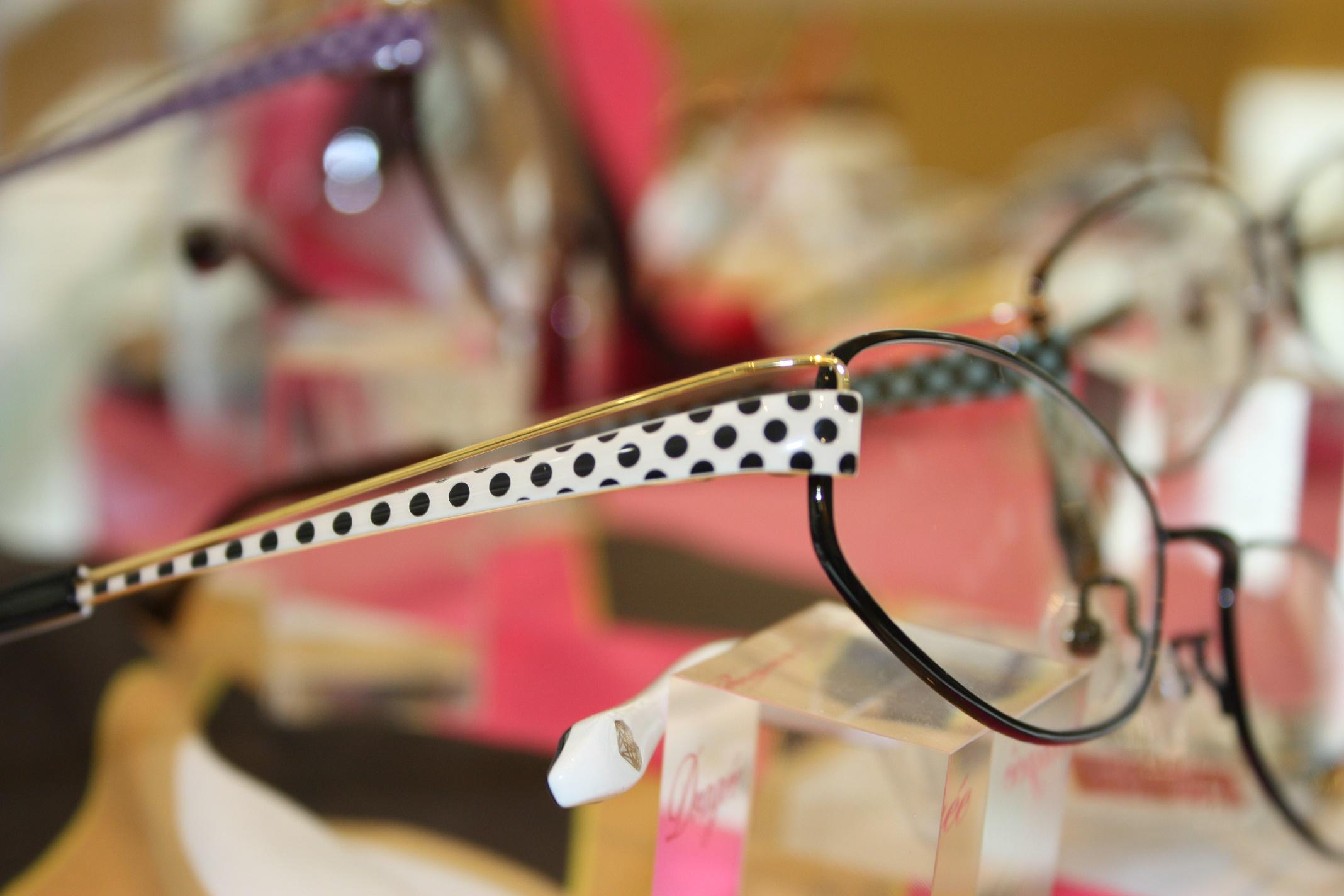 ドットカラーのメガネ 女子メガネ メガネ女子 江戸川