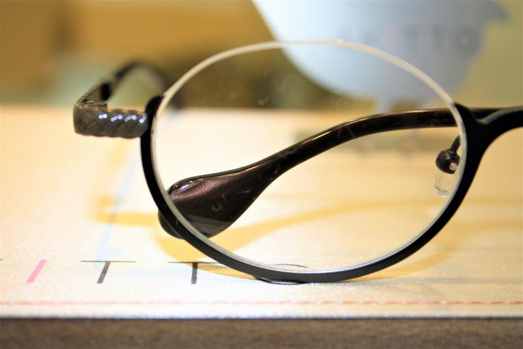 女性のメガネ フレーム アキット 東京