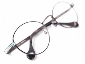 人気のメガネ チタンフレーム 江戸川