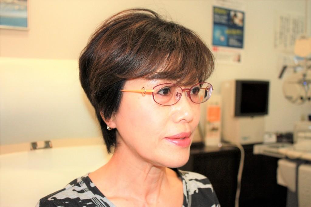 チタンフレーム 女性用メガネ 遠近両用 メイクとメガネ 江戸川
