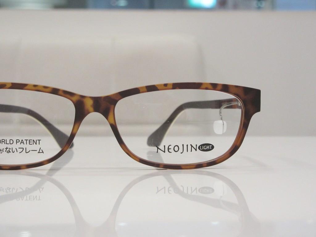 鼻パッドなしメガネ ネオジン NEOJIN 東京都江戸川区 取扱店 両眼視機能 プリズム検査 物がダブって見える