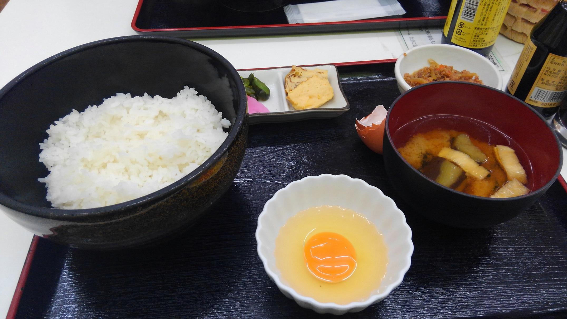 メガネ 卵かけごはん 東京