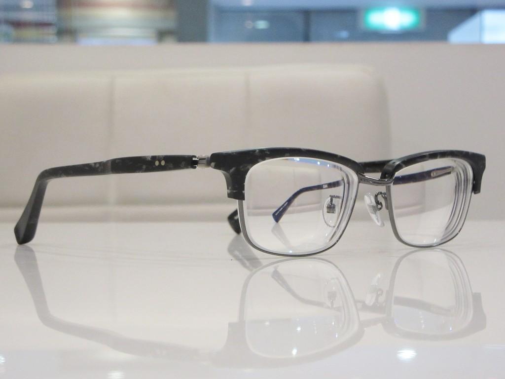 デュアル DJUAL 物がだぶる メガネ 東京 物がダブってみえる 両眼視機能 プリズム検査