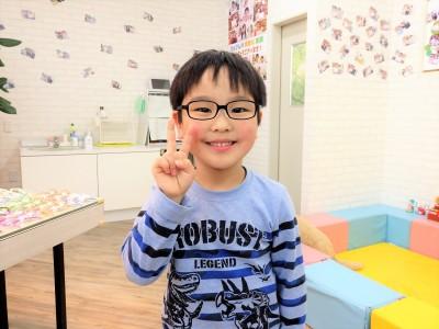 こどもメガネ 東京 都内 専門店 遠視性弱視治療用眼鏡 トマトグラッシーズ TJAC12
