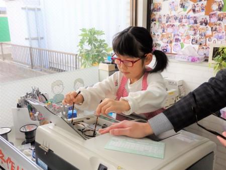 東京都内 子供眼鏡作り体験 こどもメガネ 専門店 OMODOK little-103 弱視治療用眼鏡