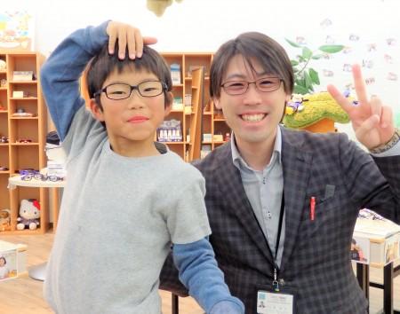 東京都内 子供眼鏡 こどもメガネ作り体験 弱視治療用眼鏡 トマトグラッシーズ TJAC13
