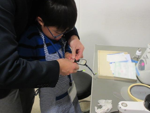こどもメガネ 弱視治療用 両眼視機能検査 プリズム検査 物がダブって見える 複視 メガネ 両眼視検査 プリズムレンズ カラー診断 コンタクトレンズ 東京都 江戸川区 船堀 評判 プリズムメガネ
