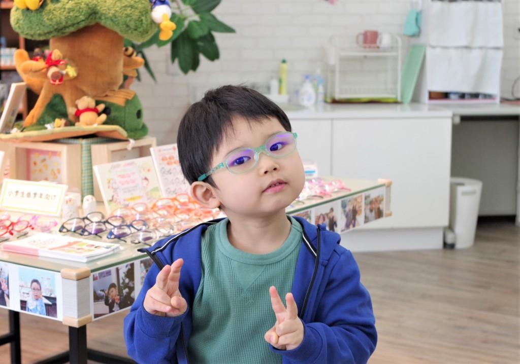 子供眼鏡 子供メガネ こども メガネ 弱視治療用眼鏡 東京都江戸川区